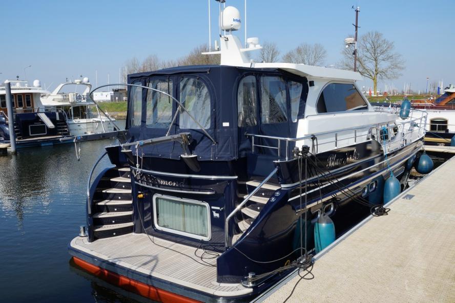Van den Hoven - Exclusive 1500 FR