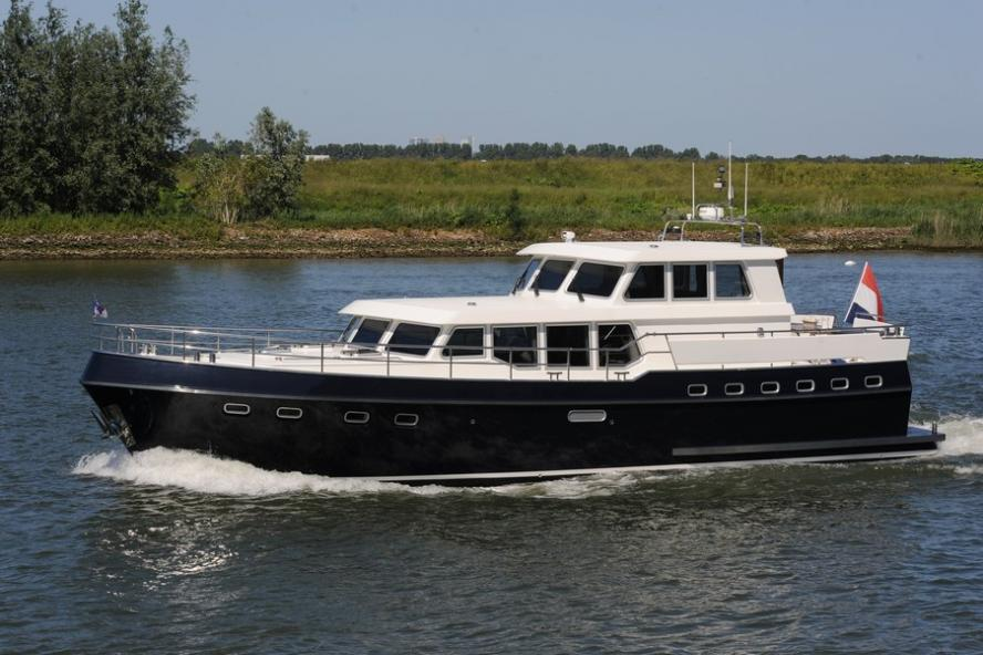 Privateer - 52 Pilothouse